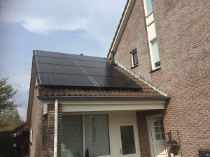 Solarwatt zonnepanelen met Solaredge omvormer en solaredge optimizers in Havelte geplaatst door GroenOpgewekt uit Meppel Steenwijk Nijeveen Zwolle en Hoogeveen