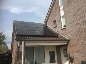 Solarwatt zonnepanelen met Solaredge omvormer en solaredge optimizers in Havelte geplaatst door GroenOpgewekt uit Meppel Steenwijk Nijeveen Zwolle en Hoogeveen