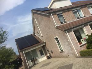 Solarwatt partner GroenOpgewekt uit Meppel plaatst in Nijveeen Solarwatt glas glas zonnepanelen