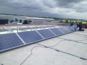 Zonnepanelen op bedrijven dak Hasselt