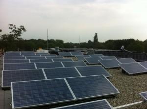Gemeente Zwartewaterland plaatst zonnepanelen.