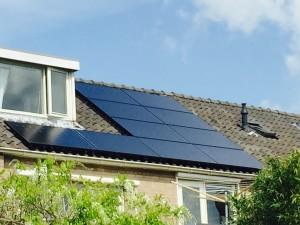 Zwolle 10 x Solarwatt Glas-Glas zonnepanelen, Solarwatt Glas-Glas zonnepanelen, Meppel, Kampen, Zwolle, Apeldoorn, Deventer, Hoogeveen, Hasselt, Zwartsluis, Genemuiden, Steenwijk, Heerenveen, Zwolle, Ruinen, Ruinerwold, Dwingeloo, Diever, Nijeveen, Havelte, Giethoorn, Solarwatt zonnepanelen en SMA omvormer Zonnecarport
