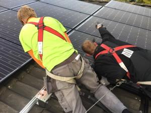 zonnepanelen in Hoogeveen Meppel en Zwolle. 20 Glas - glas zonnepanelen op schuin dak in Hoogeveen met Solaredge omvormer en optimizers.