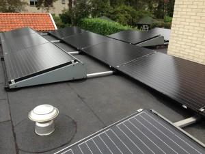 Mono zonnepanelen op plat dak in Meppel in Zwolle in Assen en Steenwijk.