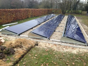 Plat dak montagesystemen als veldopstelling met solarwatt zonnepanelen.